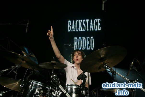 Photo : Cours de batterie par Pierre du groupe Backstage Rodeo