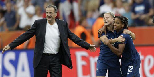 Photo : Les 2 équipes de France dans leur droite lignée