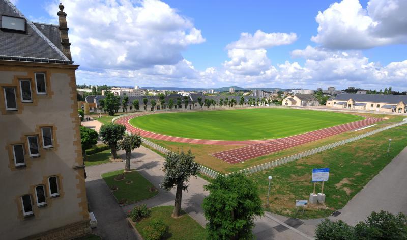 Photo : Nouveau terrain de sport pour le campus Bridoux